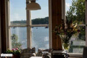 Näkymä merelle Tarvaspään kahvilan salista. Kuva: Antti Nyman photography