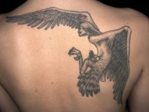 Louhi Sammon puolustuksesta / Sofia Pihlaja. Tatuointi: Tatu / Sin Tattoo. Kuva: Harri Larjosto