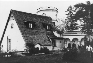 Ateljeelinna on yhdistelmä useasta arkkitehtonisesta tyylistä. Kuva: Gallen-Kallelan Museo