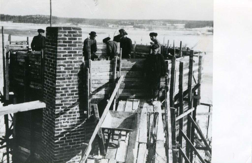 Tarvaspään tornia rakennetaan. Kuva: GKM