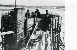 Tarvaspään tornia rakennetaan 1912. Kuva: GKM