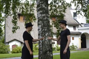 Erämaan kätkössä -esitys. Näyttelijät: Eveliina Heinonen ja Janne Puustinen. Kuva: GKM