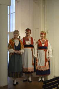 Sari Anneli Ruokonen, Vuokko Saariaho ja Laura Leisma Tarvaspään Lied-illassa 25.9.2016
