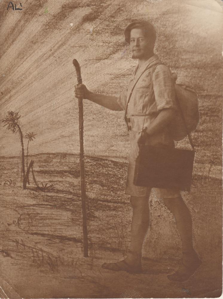 Aleksanteri Ahola-Valo helleasussa, kuvamanipulaatio 1921. Valola-säätiö. Kuva: Jouni Kiiskinen