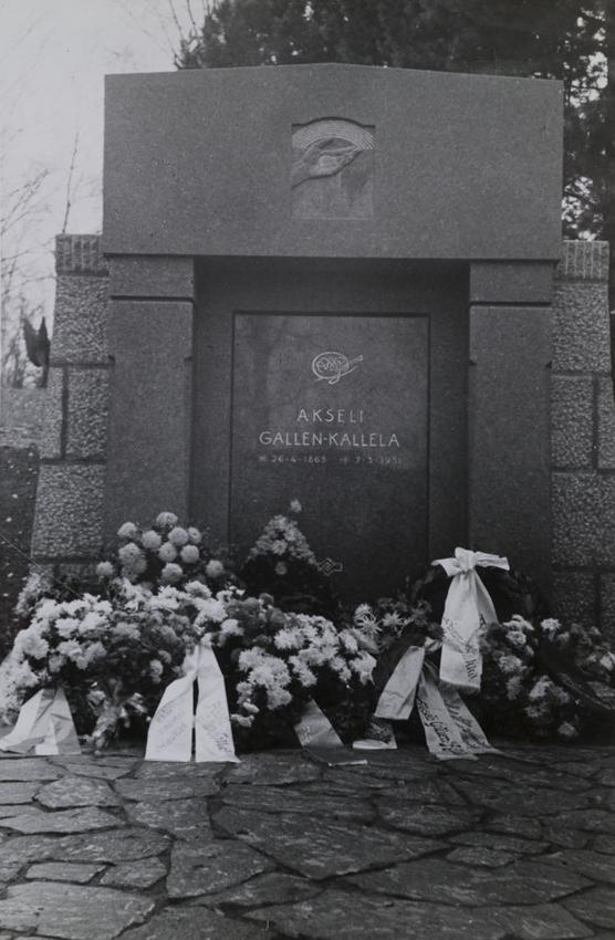 Akseli Gallen-Kallelan hauta Hietaniemen hautausmaalla, 1931. Kuva: GKM