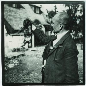 Akseli Gallen-Kallela holding a puppy, 1914. Photo: GKM