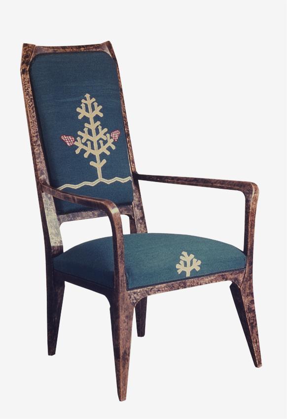 Akseli Gallen-Kallela: Pariisin maailmannäyttelyn Iris-huoneen nojatuoli, 1900, Gallen-Kallelan Museo. Kuva: GKM